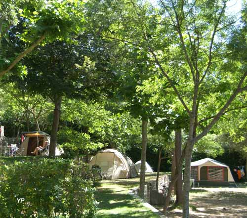 Camping les pin des la colle sur loup guide campings for Camping mercantour piscine